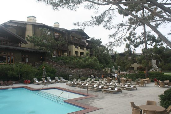 The Lodge at Torrey Pines: Pool and grounds