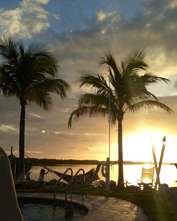 Islander Bayside: Sunset at the pool