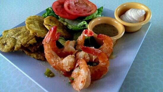 El Yate Bar and Restaurant: Garlic Shrimps with Green Plantains from El Yate Bar Restaurant