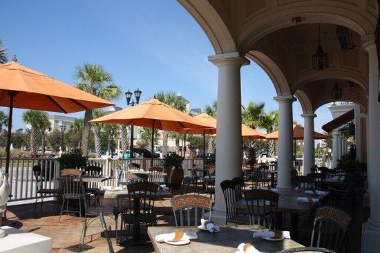 Tommy Bahama's Restaurant & Bar: Tommy Bahama patio