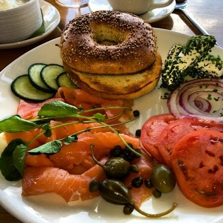 Elements at Sanctuary Camelback Mountain : bagel, smoked salmon, capers, tomato, onion and chive cream cheese