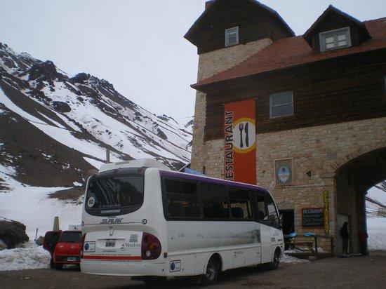 Arco de las Cuevas: Exterior del Hostel
