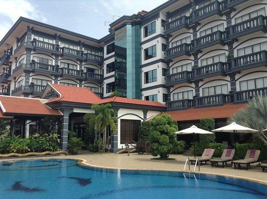 Lucky Angkor Hotel: Hotel Exterior
