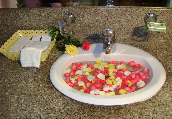 Excel Treasure Hotel: bathroom basin