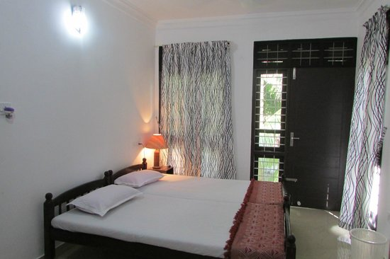 Little Flower Homestay: comfortable bed
