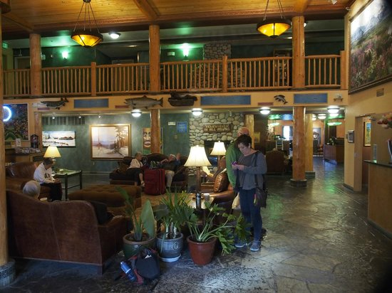 Pike's Waterfront Lodge : The main lobby is picturesque