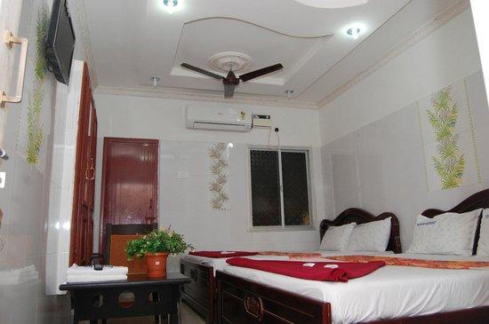 Trible Bed Room AC - Picture of Hotel Brindavan Residency ...