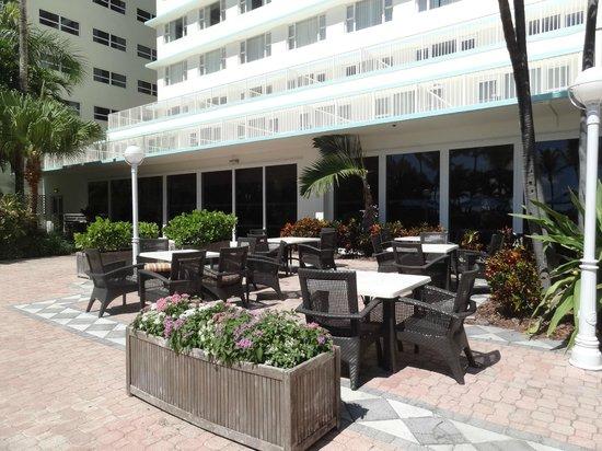 Four Points by Sheraton Miami Beach: AREA DE PILETA