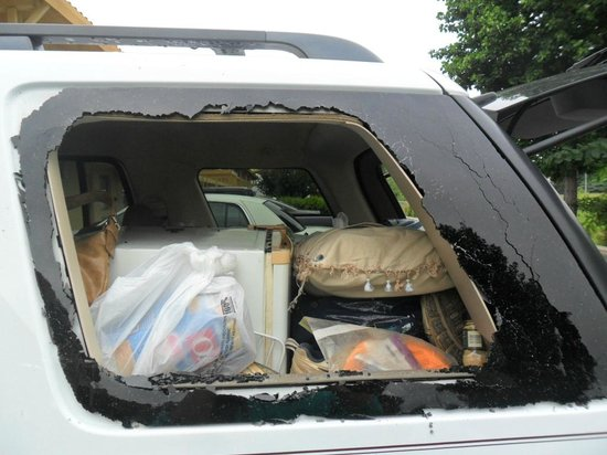Tuscaloosa, AL: Broken rear quarter glass from robbery