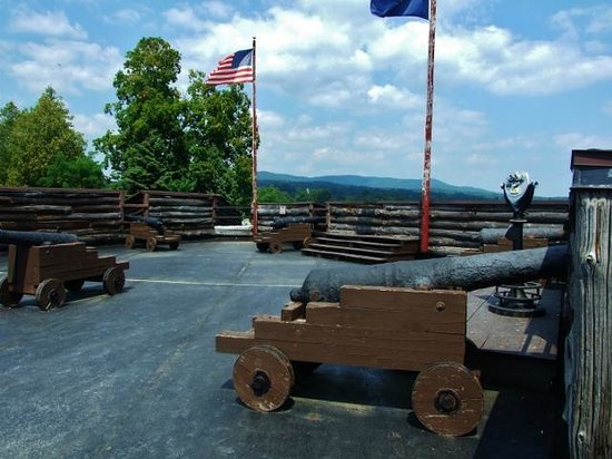 Fort William Henry : Look past the cannons at the distant lake