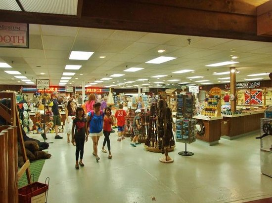 Fort William Henry : A very large store offers books and souvenours