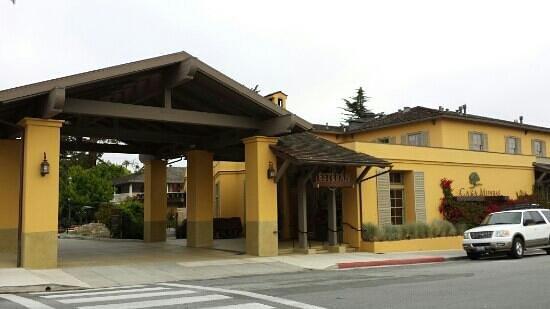 Casa Munras Garden Hotel & Spa : Street View into the hotel
