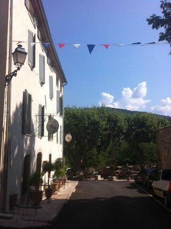 Hotel Restaurant des Deux Rocs : Hotel seen from the street