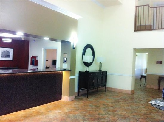 BEST WESTERN PLUS Salinas Valley Inn & Suites: The lobby area