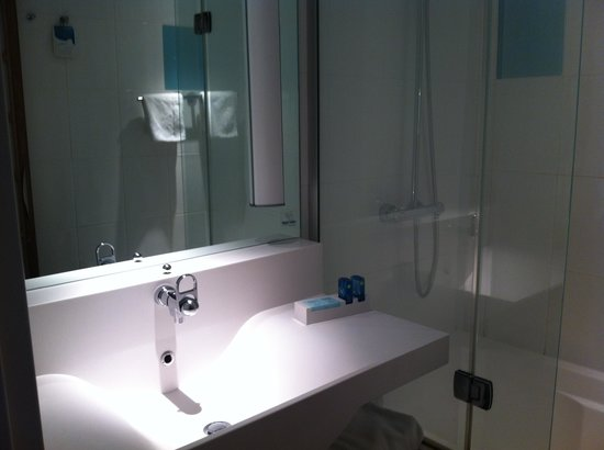 Novotel Glasgow Centre: Great bathroom