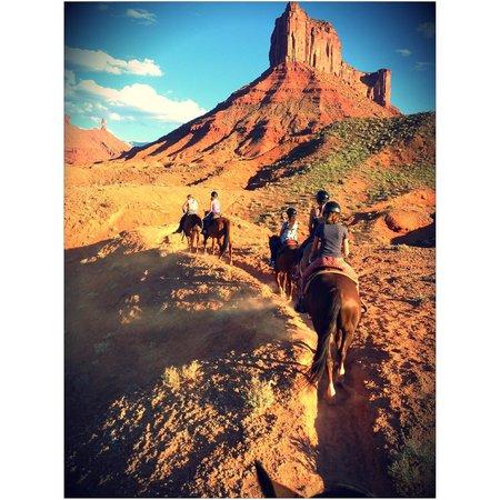 Sorrel River Ranch Resort and Spa: Horseback riding from hotel
