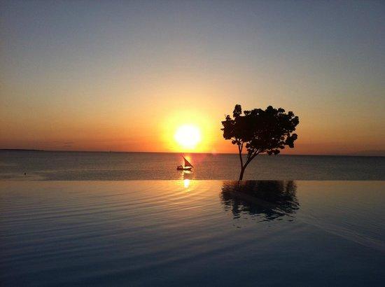 Hideaway of Nungwi Resort & Spa: Tramonto dalla piscina
