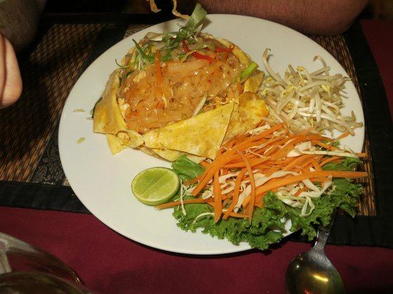 Butterfly Bistro: Delicious Pad Thai Chicken