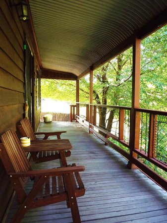 Tumut Log Cabins : Queen Cabin Verandah