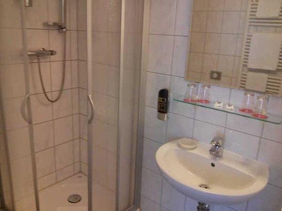 Bath room - Hotel Britzer Tor