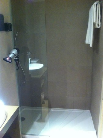Hotel Exe Moncloa : Shower