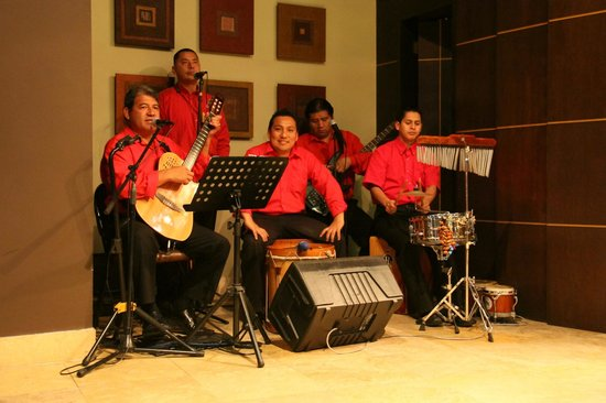 El Pardo DoubleTree by Hilton Hotel: Great Peruvian band