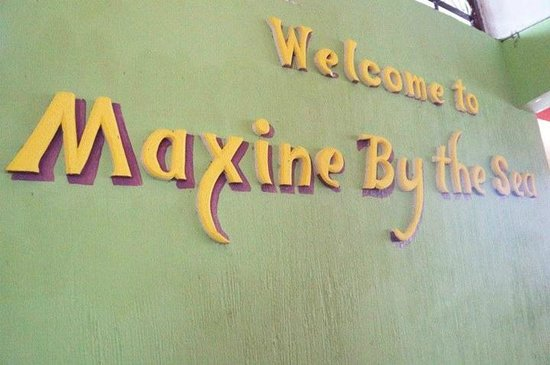 Maxine by the Sea : welcome sign