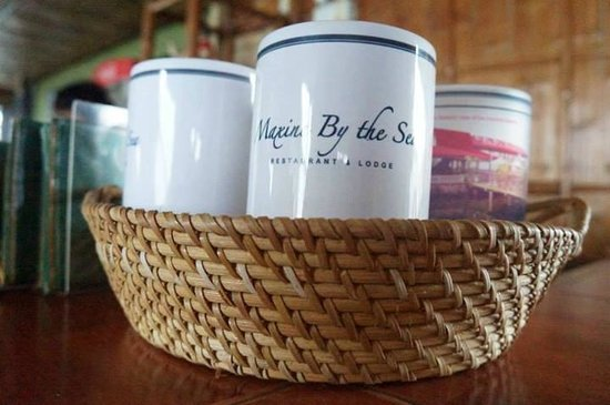 Maxine by the Sea : souvenirs for sale