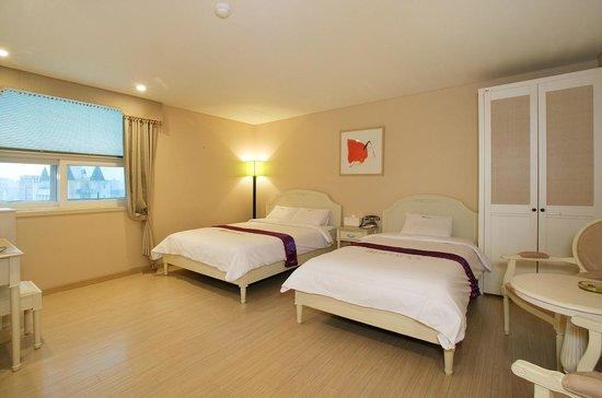 Midas Tourist Hotel: Twin room