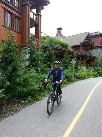 Nita Lake Lodge: Cycling around the Lodge