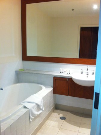 Yarra Valley Lodge : bathroom in lodge room