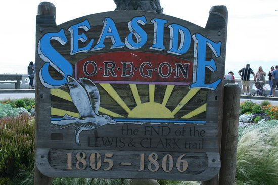 Seaside, OR: Sign At Turnaround