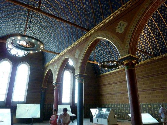 Chateau royal de blois l 39 int rieur du ch teau la for Scene d interieur blois