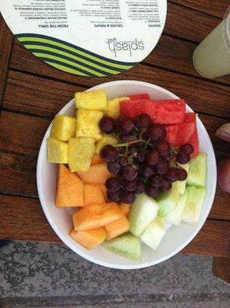 Omni Rancho Las Palmas Resort & Spa: Fruit Plate Included in Cabana Rental