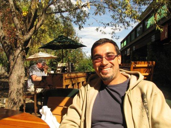 Bistro 45: Pianista molto simaptico, alimentato a vino bianco :)
