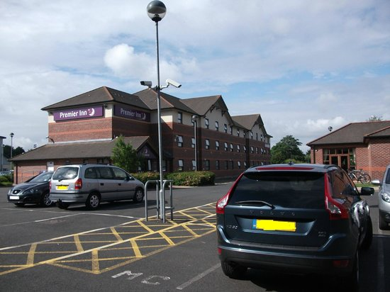 Premier Inn Bromsgrove Central Hotel: View from car park