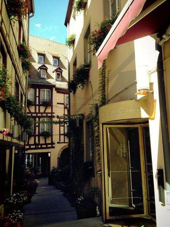 Hôtel Beaucour : Court yard