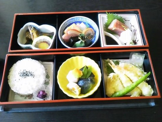 Hotel Royal Hill Fukuchiyama and spa: LUNCH  WASYOKU-BENTOU (& MISO-SOUP & COFFEE)