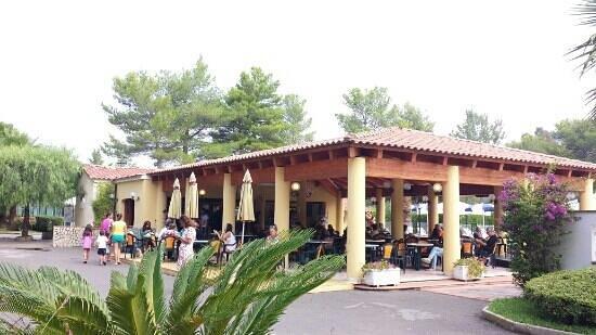 Arco Naturale Club : il bar con il wifi gratuito.