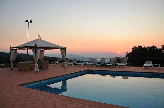 Agriturismo Le case del merlo: The pool