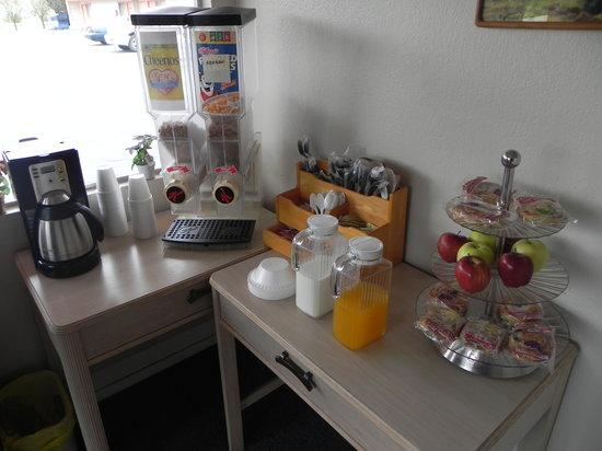 Western States Inn San Miguel : La colazione per tutto il motel