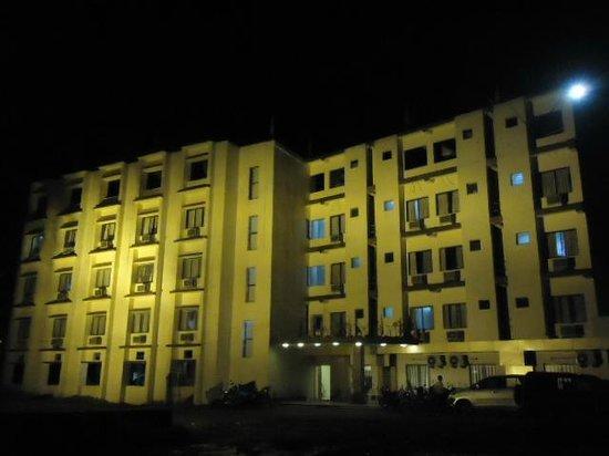 Hotel Santika Premiere Jogja: Hotel & grounds