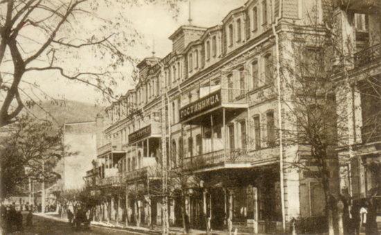 Bristol Hotel: Старинное здание отеля 19 века