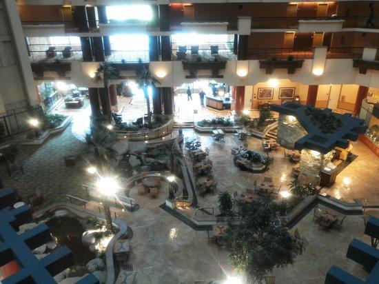 Embassy Suites by Hilton Phoenix Downtown North (formerly Hilton Phoenix Suites): Lobby