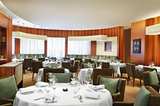 The Park Tower Knightsbridge, A Luxury Collection Hotel, London : Dining Room at One-O-One Restaurant