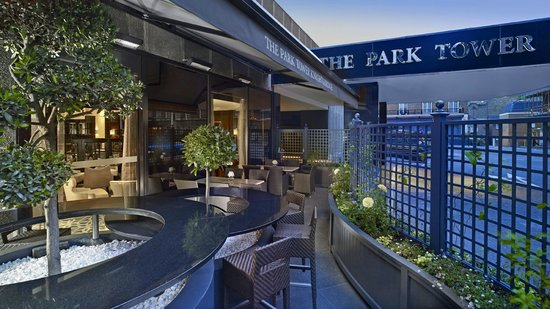 The Park Tower Knightsbridge, A Luxury Collection Hotel, London : Terrace of The Hyde Bar at The Park Tower Knightsbridge