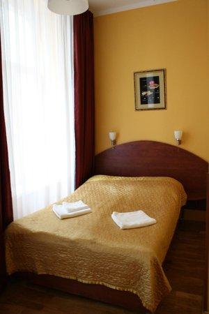 Hotel Lothus: camera piccola con scrivania e sedia