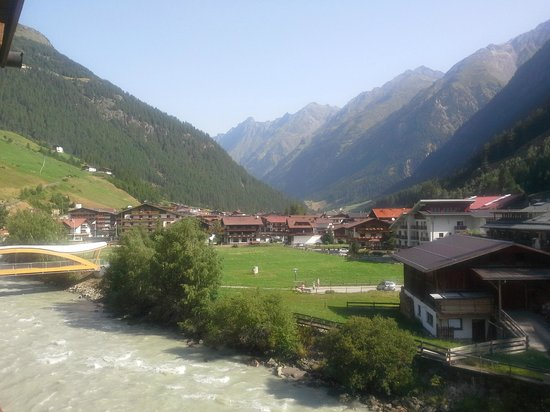 Das Central - Alpine . Luxury . Life: Lovely view from room at rear of hotel