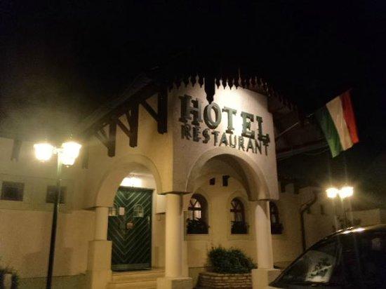 Hotel Hasik: L'entrata principale dell'hotel