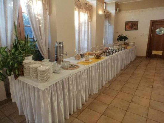 Hotel Hasik: Il ricco buffet della colazione